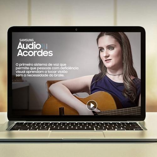 Conheça o Áudio Acordes, app gratuito que ensina cegos a tocarem violão